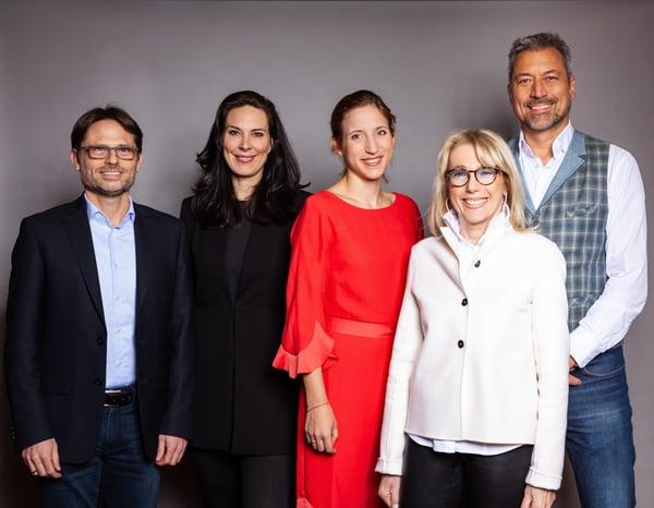 (v.l.n.r.) Sven Rühlicke, CEO WakeWord; Anina Veigel, VZB; Mirijam Trunk, Geschäftsführerin Bertelsmann audio alliance; Waltraut von Mengden, VZB; Alexander Wunschel, Geschäftsführer nextperts.net – Foto: Bettina Theisinger